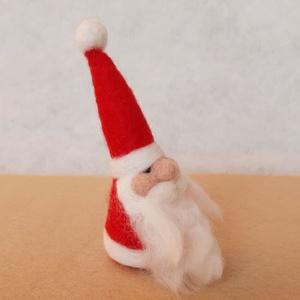 #Tűnemezelt kis Mikulás, Karácsony & Mikulás, Mikulás, Nemezelés, Tűnemezelt Mikulás. Mérete 10-11 cm. magas. \n\nDekorációs termék, nem gyermekjáték!\n\nA termék ára egy..., Meska
