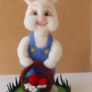 Nemezelt húsvéti nyuszi fiú , Művészet, Textil, Nemezelt, Nemezelés, Mindenmás, Nyuszi Guszti egy kedves húsvéti nyuszi fiú, aki már nagyon várja, hogy egy szerető gazdira leljen. ..., Meska