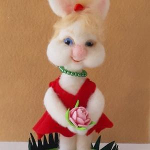 Nemezelt húsvéti nyuszi lány, Otthon & Lakás, Dekoráció, Dísztárgy, Nemezelés, Mindenmás, Nyuszi Manci egy nagyon bájos húsvéti nyuszi lány, aki már nagyon várja, hogy egy szerető gazdira le..., Meska