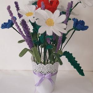 Horgolt mezei virágok , Otthon & Lakás, Dekoráció, Asztaldísz, Horgolás, Mindenmás, Horgolt mezei virágok kaspóba rögzítve.\nMagassága kaspóval együtt kb. 39 cm.\nMargarétát, levendulát,..., Meska