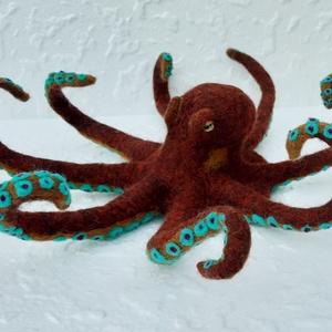 Nemezelt polip, octopus, Otthon & Lakás, Dekoráció, Asztaldísz, Nemezelés, Tűnemezelés technikával készítettem ezt a polipot, amelyet főként dekorációs célra ajánlok.\n\nA figur..., Meska