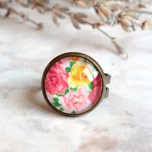 Roses gyűrű, Ékszer, Gyűrű, Ékszerkészítés, Üvegművészet, Aprócska, rózsa mintás gyűrűt készítettem, mely üveglencse felhasználásával készült és bronz gyűrűal..., Meska