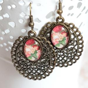 Lisette fülbevaló, Ékszer, Fülbevaló, Ékszerkészítés, Üvegművészet, Barokk, rózsa mintás, bronz foglalatos keretben üveglencsés fülbevalót készítettem, mely a romantiku..., Meska