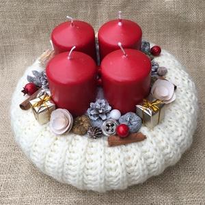 Adventi koszorú, Karácsony & Mikulás, Adventi koszorú, Virágkötés, Kézzel kötött 25 cm- es szalmaalapot díszítettem gyertyákkal, termésekkel., Meska