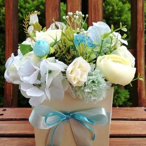Virágdoboz, virágbox, Otthon & Lakás, Dekoráció, Asztaldísz, Virágkötés, Gyönyörű selyemvirágokkal díszítettem egy  12x12 cm-es dobozt. Ajándéknak születésnapra, névnapra pe..., Meska