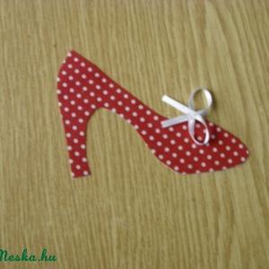 Textil applikáció - vasalható - masnis cipő - több féle 1 db 350.-Ft, Textil, Felvarrható kellék, Varrás, Textil, Mindenmás, Dobd fel ruhatárad!\n\nVasalható textilmatrica - rátét\n\nÚjdonság!!!\n\nMasnis cipő\n\n1 db 350.-Ft\n\nméret:..., Meska
