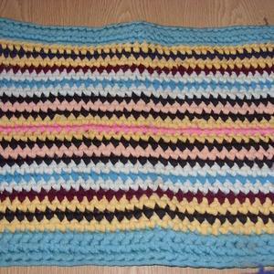 Vadi új pólófonalból horgolt kis szőnyeg, fürdőszobai kilépő vagy lábtörlő 75 x 45 cm - otthon & lakás - lakástextil - szőnyeg - Meska.hu