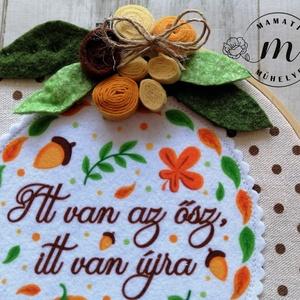 Őszi dekoráció hímzőkeretben, ablakdísz, ajtó dísz - otthon & lakás - dekoráció - ajtódísz & kopogtató - Meska.hu