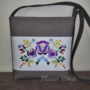 Drapp fehér hímzett textílbőr táska  (mamis) - Meska.hu
