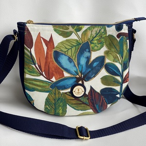"""""""Igéző kék"""" színes, virágmintás oldaltáska, Táska, Divat & Szépség, Táska, Válltáska, oldaltáska, Varrás, Gyönyörű színekben tündöklő, virágmintás kis méretű táska vállon keresztben hordható. Pamut ( Canvas..., Meska"""