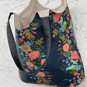 Virágmintás pamutvászon válltáska/Shopping táska/Folk design, Táska & Tok, Bevásárlás & Shopper táska, Shopper, textiltáska, szatyor, Varrás, Virágmintás pamutvászon anyagból készült, nagy méretű válltáska, mely kényelmesen és bőven pakolható..., Meska