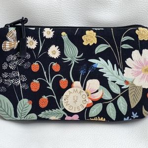 """""""Secret Garden"""" pamutvászon női pénztárca, Táska & Tok, Pénztárca & Más tok, Pénztárca, Varrás, Praktikus, többrekeszes, designer pamutvászon anyagból készült pénztárca, fekete színű zippzárral.\nA..., Meska"""