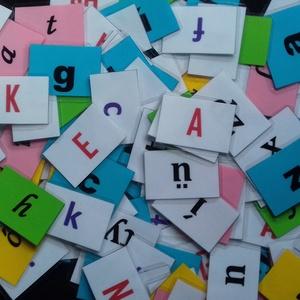 Egyedi hűtőmágnes - játék a betűkkel (MaMoka) - Meska.hu