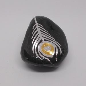 Fekete kavicsokon metál színű szimbólumok - kavics, kavicsok, arany, ezüst, ékszer, metáltetkó, tetkó, tetoválás,  - Meska.hu