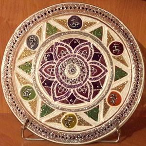 Üvegmandala - Csakra hangzók lótusz virággal, Dekoráció, Otthon & lakás, Kép, Esküvő, Nászajándék, Festett tárgyak, A 17 cm-es mandala üvegtányérra, üvegfestékkel, kézzel festve készült. Majd a tartósság biztosítása ..., Meska