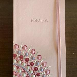 Mandalás jegyzet füzet, Otthon & Lakás, Papír írószer, Jegyzetfüzet & Napló, Festészet, Pontozásos technikával díszített rózsaszín, 13x21x1,5 cm-es vonalas notesz, akár ajándékba, akár saj..., Meska