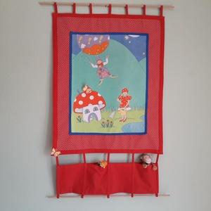 Gyerekszobai dekoráció, Falra akasztható dekor, Dekoráció, Otthon & Lakás, Varrás, 97 x 56 cm ( teljes hossz) zsebes faliképet készítettem gyerekszobába. Alul és felül fa hengeres rúd..., Meska