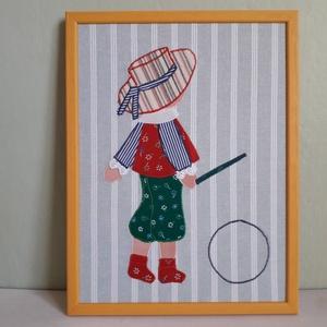 Fiú karikával, Kép & Falikép, Dekoráció, Otthon & Lakás, Varrás, 26 cm x 34 cm  varrott textil kép színes kerettel ellátva. Élénk színeivel vidámmá teszi a gyerekszo..., Meska