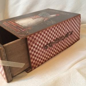 Fiókos csokis doboz. , Dekoráció, Otthon & lakás, Konyhafelszerelés, Lakberendezés, Tárolóeszköz, Decoupage, transzfer és szalvétatechnika, Rendelésre készült ez a fiókos csokis doboz, de más mintával konyhai tároló, fűszeres is lehet.\nMére..., Meska