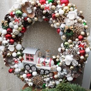 Karácsonyi kopogtató. , Otthon & lakás, Lakberendezés, Ajtódísz, kopogtató, Dekoráció, Ünnepi dekoráció, Karácsony, Karácsonyi dekoráció, Virágkötés, Karácsonyi kopogtató.\nMéret:35*34\nRendelhető hozzáillő adventi koszorú is.\nKarácsonyi tárgyakról, dí..., Meska