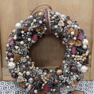 Karácsonyi kopogtató., Otthon & lakás, Dekoráció, Ünnepi dekoráció, Karácsony, Karácsonyi dekoráció, Lakberendezés, Ajtódísz, kopogtató, Virágkötés, Karácsonyi kopogtató.\nMéret:29*29\nBordó,barna,bézs, és arany színben pompázik ez a kopogtató. \nVissz..., Meska