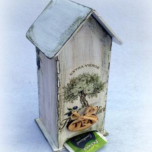 Olíva teafilter házikó, Otthon & lakás, Konyhafelszerelés, Lakberendezés, Tárolóeszköz, Decoupage, transzfer és szalvétatechnika, Dekupázs technikával készített Olívás teafilter házikó.\n\nKézzel készített olívás teafilter házikó, a..., Meska
