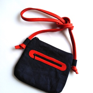 Farmer kistáska (crossbody bag) piros, Táska, Táska, Divat & Szépség, Válltáska, oldaltáska, Varrás, Farmer kistáska piros valódi marhabőr díszítéssel és füllel.\n\nBélése tengerész mintás pamutvászonból..., Meska