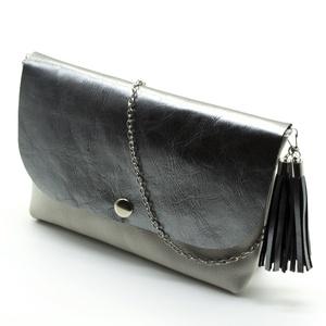 HANNA táska ezüst, Vállon átvethető táska, Kézitáska & válltáska, Táska & Tok, Bőrművesség, Fehér-ezüst színű valódi marhabőr női táska ezüst színű lánc fogóval, divatos bojt díszítéssel. A tá..., Meska