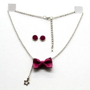 MASNI nyaklánc pink, Ékszer, Nyaklánc, Medálos nyaklánc, Bőrművesség, Pink színű puha juh nappa bőrből készült masni formájú nyaklánc azonos színű bedugós fülbevalóval.\n\n..., Meska