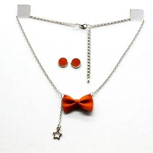 MASNI nyaklánc narancs, Ékszer, Nyaklánc, Medálos nyaklánc, Bőrművesség, Narancs színű puha juh nappa bőrből készült masni formájú nyaklánc azonos színű bedugós fülbevalóval..., Meska