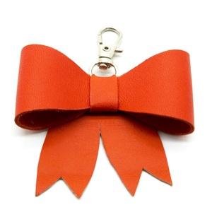 MASNI kulcstartó/táskadísz narancs, Táska & Tok, Kulcstartó & Táskadísz, Táskadísz, Bőrművesség, Narancs színű puha juh nappa bőrből készült masni formájú kulcstartó/táskadísz ezüst színű fém karab..., Meska