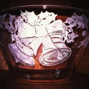 Karácsonyi gravírozott üveg tál, Karácsonyi dekoráció, Karácsony & Mikulás, Otthon & Lakás, Gravírozás, pirográfia, Tökéletes ajándék anyáknak, mamáknak egyaránt! A tálat megtöltheted minden finomsággal!Legyen az méz..., Meska