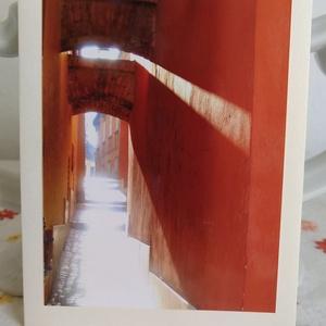 3db kinyitható képeslap saját fotóval - épület, sikátor, templomablak, Naptár, képeslap, album, Otthon & lakás, Képeslap, levélpapír, Fotó, grafika, rajz, illusztráció, Papírművészet, Enyhén csillogó krémszín, középkék és sötétkék karton adja a keretét a fotóimnak: 1. Bp. belvárosába..., Meska