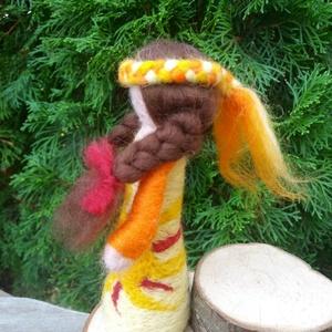 Naptündér waldorf jellegű gyapjúbaba (ManokEsTunderek) - Meska.hu