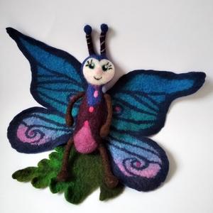 Nemez pillangó, Játék & Gyerek, Plüssállat & Játékfigura, Nemezelés, Szappanhabos kézzel, és nagy adag szeretettel készült pihe puha nemez pillangó a kék és a lila válto..., Meska