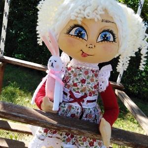 Csinszka nevű baba a Manyikák babaműhelyből, Gyerek & játék, Játék, Baba, babaház, Otthon & lakás, Dekoráció, Egyéb, Baba-és bábkészítés, Valóban teljesen egyedi, saját tervezésű baba részletes, aprólékos kivitelezéssel. 37 cm magas. Bőre..., Meska