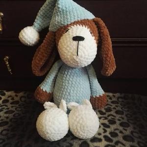 Pizsamás kutyus, Kutya, Plüssállat & Játékfigura, Játék & Gyerek, Horgolás, 45 cm magas, zsenília fonalból készült pihe-puha, ölelgetni való kutyus. Gyermekbarát fonalból készü..., Meska