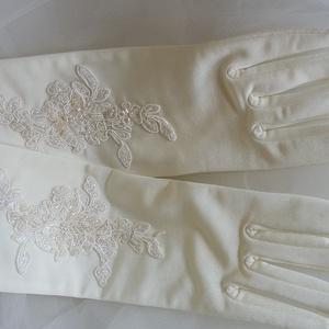 Krém  , 5 ujjas kesztyű,csipkével, Esküvő, Varrás, Krém , 5 ujjas kesztyű, csipkével\nAz anyaga elasztikus.\n\nAnyaga:gyöngyözött csipke, elasztikus anyag..., Meska