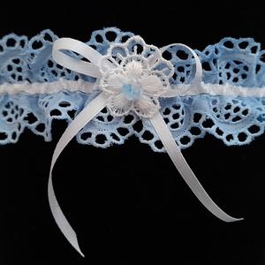 Kék harisnyakötő, Esküvő, Kiegészítők, Harisnyatartó & Valami kék, Varrás, Kék harisnyakötő különleges csipkével.\n\n\nAnyaga: csipke, elasztikus gumi\n\nSzín: kék \nMéret: normál\n ..., Meska