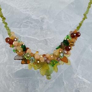 Zöld , barna , egyedi nyaklánc , Ékszer, Nyaklánc, Gyöngyös nyaklác, Gyöngyfűzés, gyöngyhímzés, Ékszerkészítés, Különleges nyaklánc .\nAz ékszer anyaga: üveg ,kerámia , kristály gyöngyök.  Őszi szinekkel. \n\nSzín: ..., Meska