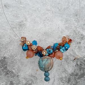 Kék ,   barna  nyaklánc, Ékszer, Nyaklánc, Gyöngyös nyaklác, Gyöngyfűzés, gyöngyhímzés, Ékszerkészítés, Különleges nyaklánc .\nAz ékszer anyaga: üveg , kristály , ásvány  gyöngyök. A medál kerámia.\nCseh vi..., Meska