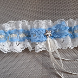 Kék- törtfehér harisnyakötő, Esküvő, Kiegészítők, Harisnyatartó & Valami kék, Varrás, Kék , törtfehér  harisnyakötő elasztikus csipkével.\n\n\nAnyaga: elasztikus csipke , virág\n\nSzín: kék  ..., Meska
