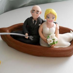 Duci Horgász nászpár csónakkal, hallal, Ha úgy érzed, hogy feldobnád az Esküvőd valami nem hétköznapival, akkor a legjobb helyen jársz! :)\nE..., Meska