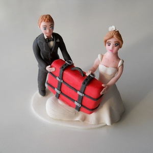 Utazós nászpár bőrönddel, Helyszíni dekor, Dekoráció, Esküvő, Mindenmás, Ha úgy érzed, hogy feldobnád az Esküvőd valami nem hétköznapival, akkor a legjobb helyen jársz! :)\nE..., Meska