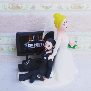 5 percre hagyd abba, míg az oltár elé megyünk!  PS4 nászpár, Sütidísz, Dekoráció, Esküvő, Mindenmás, Ha úgy érzed, hogy feldobnád az Esküvőd valami nem hétköznapival, akkor a legjobb helyen jársz! :)\nE..., Meska