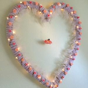 Szív alakú világító fali dísz, Hangulatlámpa, Lámpa, Otthon & Lakás, Mindenmás, A dísz mérete: KB 90x70 cm (+/- 5 cm)\nHa kisebbre lenne szükség, az is megoldható.\n\nEsküvőre , vagy ..., Meska