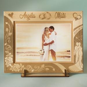 Szerelmeseknek, esküvőre, eljegyzésre, ünnepi alkalomra,egyedi gravírozott képkeret rendelhető, Otthon & Lakás, Dekoráció, Képkeret, Gravírozás, pirográfia, Amennyiben különleges, névreszóló ajándékot szeretnél,\negy ehhez hasonló képkeretet készítünk neked...., Meska