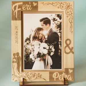 Esküvőre, eljegyzésre, házassági évfordulóra egyedi képkeret rendelhető tetszőleges névvel felirattal grafikával, Képkeret, Dekoráció, Otthon & Lakás, Gravírozás, pirográfia, \n\n\nAmennyiben különleges, névreszóló ajándékot szeretnél,\negy ehhez hasonló képkeretet készítünk nek..., Meska