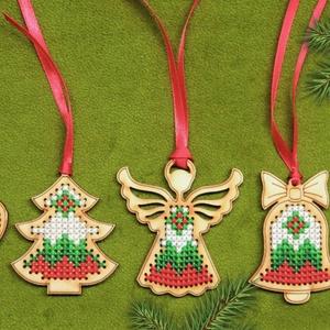 Karácsonyi díszek. 5 darabos csomag, kézzel hímzett egyedi ajándék, Egyéb, Karácsony, Karácsonyi dekoráció, Ajándékkísérő, Gravírozás, pirográfia, Hímzés, Egyedi és különleges, fa alapra készült, kézzel hímzett karácsonyi díszek, ünnepi alkalomra. Karácso..., Meska
