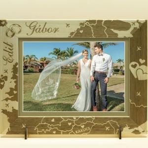 Esküvőre, eljegyzésre, házassági évfordulóra, egyedi képkeret rendelhető, tetszőleges felirattal, grafikával, Otthon & Lakás, Dekoráció, Képkeret, Gravírozás, pirográfia, \n\nAmennyiben különleges, névreszóló ajándékot szeretnél,\negy ehhez hasonló képkeretet készítünk neke..., Meska